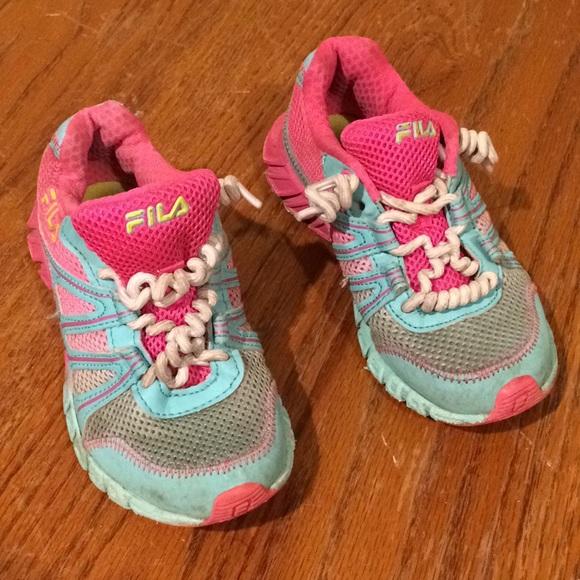 Girls rockin' pink and blue Fila shoes EUC